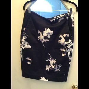 2 pocket pencil skirt